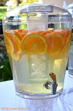 Fruit Infused Water Recipes & A Delicious Strawberry Lemonade! Orange Water Recipes, Flavored Water Recipes, Drink Recipes, Sangria, Fruit Infused Water, Fruit Water, Infused Waters, Healthy Eating Tips, Healthy Drinks