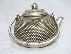 noimagesareutterlysilent: Rare old Ancient China, silver teapot