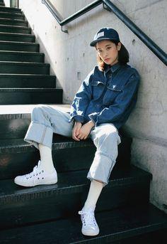 Jeans hợp với hầu hết loại giày và độ tuổi.