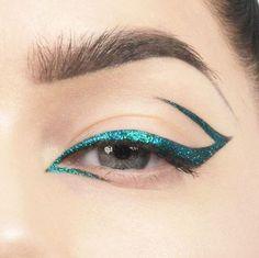 Acqua glitter eyeliner design @lindahallberg
