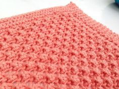 Here is a very nice point to knitting. The pattern makes me think of small bay . Plaid Crochet, Crochet Home, Knit Crochet, Retro Chic, Knitting Stitches, Knitting Yarn, Tricot Baby, T Shirt Yarn, Knitted Blankets