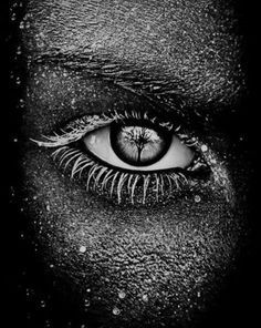 Eye - Black and White - Photography(Beauty Face Photography) Black N White, Black And White Pictures, Black Eyed, Black Swan, Fotografia Macro, Photo D Art, Eye Art, Beautiful Eyes, Beautiful Pictures