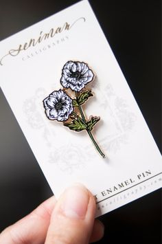 A white anemones soft enamel pin for your daily botanical pick me up. Perfect addition to your flower enamel pin collection and to personalize your bags, jeans, jackets and pouches! Size Gold plating with butterfly clip Broches Disney, Tatuaje Old School, Bag Pins, Jacket Pins, Cool Pins, Pin And Patches, Up Girl, Pin Badges, Cute Jewelry