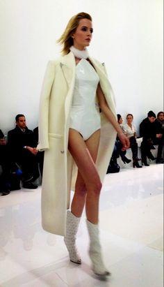 Le premier look du défilé #Versace #MFW