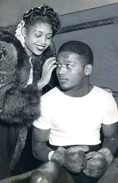 Sugar Ray Robinson and his sister Evelyn, 1945. S)