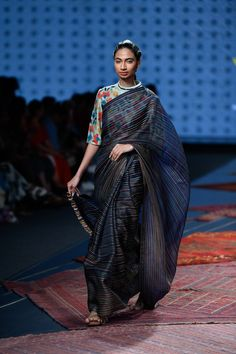 Ikai by Ragini Ahuja at Lotus Make-Up India Fashion Week spring/summer 2020 India Fashion Men, Indian Fashion, High Fashion, Indian Gowns Dresses, Indian Outfits, Bridal Dresses, Saree Blouse Neck Designs, Sari Blouse, Blouse Designs