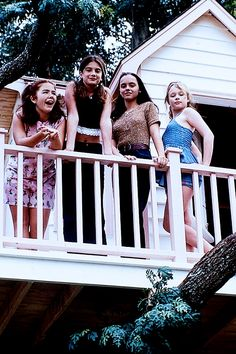 Ashleigh Aston Moore with Gaby Hoffmann, Christina Ricci and Thora Birch, in Now and Then (1995)