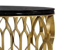 MECCA Messing Couchtisch mit Messing-Säulen sehen den Moscheen sehr ähnlich aus und deswegen glitzern alle Stücke von innen nach außen. Wohndesign | Wohnzimmer Ideen | BRABBU | Einrichtungsideen | Luxus Möbel | wohnideen | www.brabbu.com