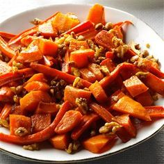 Roasted Squash, Carrots & Walnuts Recipe- Recipes After the turkey's done, I dial up the oven temp and roast carrots and squash for this yummy side. That frees me up to start the gravy. Radish Recipes, Carrot Recipes, Vegetable Recipes, Roasted Squash, Roasted Carrots, Butternut Squash, Roasted Butternut, Roasted Vegetables, Kiwi