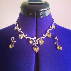 """@helemork's photo: """"Kjøpte dette unike smykket på Martnan i går! #shiny #necklace #smykke #pretty #market #martna #swarovsky #happyness"""""""
