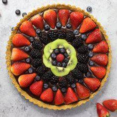 No Bake Fruit Pizza Chocolate Tart – simple and decadent fruit tart that's unbelievably beautiful and delicious. It has a graham cracker crust and smooth creamy chocolate filling, topped with fresh fruits. All you need is a few simple ingredients: graham cracker, butter, chocolate, heavy cream and fresh fruits. A simple dessert your whole family will be obsessed with. Perfect for summer parties. Quick and easy, dessert recipe. vegetarian. Video recipe.