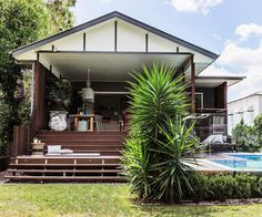 With a huge backyard entertaining zone, this renovated Queenslander in Brisbane simply needed an internal facelift to become a perfect yet practical family home. Exterior Design, Large Backyard Landscaping, Cottage Style, Outdoor Spaces, Backyard Design, Kid Friendly Backyard, Deck Renovation, Large Backyard, Pool Houses