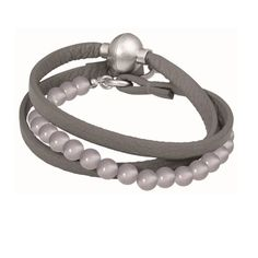 Make an impact with the new Sence Copenhagen Barcelona Grey Agate Leather Wrap Bracelet. Featuring a soft leather tripe wrap dark grey leather bracelet, detailed with medium sized light grey Agate stones in the centre and finished with a magnetic clasp fastner.