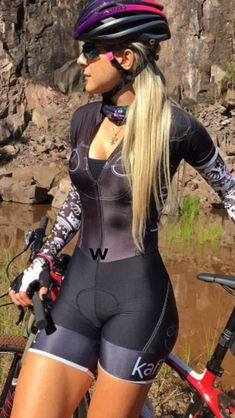 As a beginner mountain cyclist, it is quite natural for you to get a bit overloaded with all the mtb devices that you see in a bike shop or shop. There are numerous types of mountain bike accessori… Bicycle Women, Road Bike Women, Bicycle Girl, Cycling Wear, Cycling Girls, Cycling Outfit, Cycle Chic, Mtb, Sport Outfit