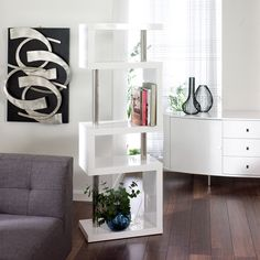 A fantastic looking bookcase in white coloured high gloss lacquer with chrome support columns, that can be used freestanding or against a wall.