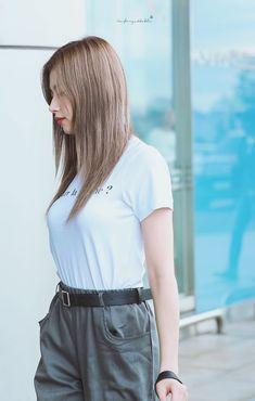 Sana-Twice 180915 Gimpo Airport to Japan Pretty Korean Girls, Beautiful Asian Girls, Nayeon, Sana Cute, Sana Momo, Sana Minatozaki, Twice Kpop, Twice Sana, Perfect Figure