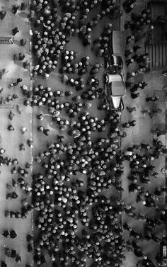 undr: Margaret Bourke-White Hats in the Garment District, New York, 1930 Aerial Photography, Vintage Photography, Street Photography, Art Photography, People Photography, Documentary Photographers, Female Photographers, Black White Photos, Black And White Photography