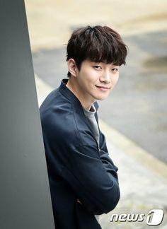 2PM ジュノ、JTBC新ドラマ「ただ愛する仲」出演を前向きに検討中。 (1枚)