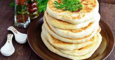 A lepénykenyér nagyon gyorsan elkészíthető, ahogy összeállítottad a tésztát, már sütheted is. Smoothie, Pancakes, Breakfast, Recipes, Food, Pizza, France, Morning Coffee, Essen