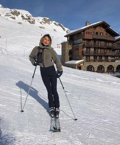 21 Super Cute Ski Fashion Snowboard Outfits For Women Snow Outfits For Women, Winter Outfits, Clothes For Women, Ladies Outfits, Sporty Outfits, Ski Fashion, Winter Fashion, Arab Fashion, Gypsy Fashion
