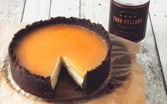 This boozy chocolate orange cheesecake is gently infused with the flavours of citrus gin and tonic for a delicious twist on the traditional dessert. It's a guaranteed dinner party winner! Just Desserts, Delicious Desserts, Yummy Food, Gin Jelly, Gin And Tonic Cheesecake, Cheesecake Recipes, Dessert Recipes, Gin Recipes Food, Chocolate Orange Cheesecake
