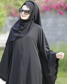 Ferace Modelleri Modern Hijab Fashion, Muslim Women Fashion, Abaya Fashion, Fashion Outfits, Hijab Gown, Hijab Dress Party, Hijab Outfit, Abaya Designs Latest, Estilo Abaya