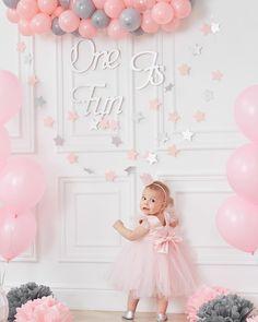 А большие принцессы готовы к пятнице так как наши маленькие леди? Праздничная фотосессия на 1 годик в стиле #смэшкейк_partystation_moscow - оригинально и со веусом!  Спеши заказать свой праздник на нашем сайте ________ www.party-station.ru ________ #смэшкейк_partystation_moscow #смэшкейк #smashcake #smashcakesession #pinterest #11weeks #11месяцев #10месяцев #скорогодик #годовасие #арендастудиимосква #оформлениекэндибара #оформлениеднярождения #детскийпраздник #детскийфотограф… 1st Birthday Games, 1st Birthday Photoshoot, Happy Birthday Parties, Baby 1st Birthday, Pink Party Decorations, Bunny Party, Happy B Day, Baby Sprinkle, 1st Birthdays