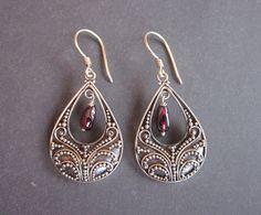 $38.50 Bali silver Dangle earrings / Garnet / Bali silver.