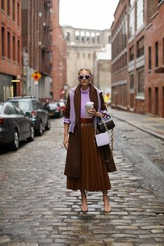 Blair Eadie wearing lilac with brown. Click through to see her favorite new color combinations for fall and more fall outfit inspiration on Atlantic-Pacific Fall Fashion Colors, Colorful Fashion, Autumn Fashion, Fashion Over, Boho Fashion, Skirt Fashion, Petite Fashion, Curvy Fashion, Hijab Fashion