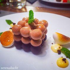 Angus Rind, Fruit Salad, Travelling, Yummy Food, Restaurant, Chocolate Meringue, Food Trip, Mediterranean Style Kitchen Designs, Raspberries