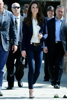 Kate wore this gorgeous and simple look during her overseas tour to Canada with the Duke of Cambridge in July 2011.