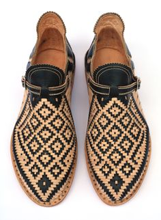 Huaraches (for him ) Cute Shoes, Me Too Shoes, Stylo Shoes, Men Dress, Dress Shoes, Dress Clothes, Simple Shoes, Mens Fashion Shoes, Shoes Men