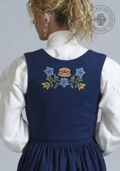 Nordlandsbunad til dame - BunadRosen AS Apron, Norway, German, Cross Stitch, Tattoo, Embroidery, Vintage, Craft, Sweet