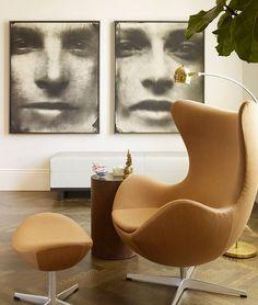 """Le fauteuil Egg Chair, ou """"fauteuil œuf"""", est un monument du design du XXème siècle. Créé par l'architecte et designer danois Arne Jacobsen (1902-1971), il"""