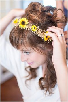 Wedding Hairstyles New post on The Budget Savvy Bride: Colorful Wildflower Wedding - Where do I start with this wedding? Chelsea and Brendan created a gorgeous summer wedding. I love the combination of yellow and red. The sunflowers pair Summer Wedding, Dream Wedding, Wedding Day, Wedding Season, Yellow Wedding, Friend Wedding, Wedding Bride, Rustic Wedding, Fall Wedding Hairstyles