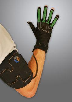 Sutherland experimentierte damals auch mit einem Cyberhandschuh, mit dem man digitale Objekte anfassen konnte. Das haptische Erlebnis der Virtuellen Realität wird zu einer der Herausforderungen dieser Technologie. Sogenannte «Cyber Gloves» sind bereits in der Entwicklung - hier ein aktuelles Modell der Firma «CyberGlove Systems», die sich auf Digitalhandschuhe spezialisiert hat.