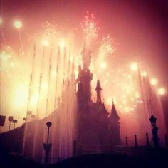 Le Château de la Belle au Bois Dormant   Sleeping Beauty Castle   Fantasyland   Disneyland Paris during Disney Dreams