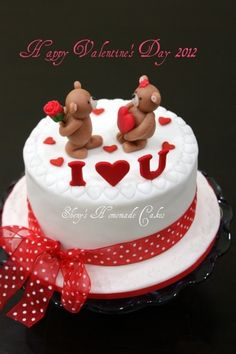 Valentine's Day Cake Inspired by Yocuna design. Fondant Cakes, Cupcake Cakes, Artist Cake, Fantasy Cake, Valentines Day Cakes, Doughnut Cake, Bear Cakes, Holiday Cakes, Occasion Cakes