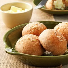 Whole Wheat Potato Rolls Recipe- Recipes My cousin's classic-with-a-twist recipe is truly delish. Recipe For Homemade Rolls, Potato Rolls Recipe, Croissants, Scones, Dinner Bread, Paleo Dinner, Biscuits, Muffins, Twisted Recipes