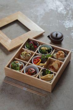 This beautiful vegan bento box from Ain Soph Ginza is lunch goals. Soy Meat, Best Bento Box, Vegan Dumplings, Vegan Restaurants, Dinner Salads, Vegan Options, Vegan Cheese, Vegan Dinners, Japanese Food
