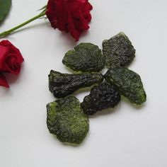 MAGIC CRYSTALS    MOLDAVITE.  STONE OF TRANSFORMATION  - EXTRA TERRESTIAL.       FREE DELIVERY
