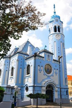 The Church of St. Elizabeth commonly known as Blue Church (Modrý kostolík), Bratislava, Slovakia Sacred Architecture, Church Architecture, Beautiful Buildings, Beautiful Places, Places Around The World, Around The Worlds, Bósnia E Herzegovina, Les Balkans, Bratislava Slovakia