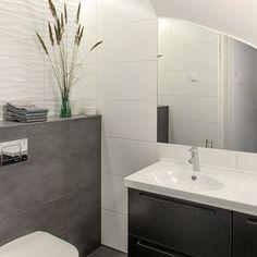 Tiles and lights Wc Bathroom, New Bathroom Ideas, Bathroom Toilets, Grey Bathrooms, Bathroom Layout, Bathroom Inspiration, Bathroom Interior, Contemporary Interior Design, Interior Design Living Room