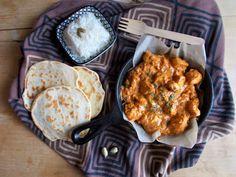 <p>Ca+fait+un+petit+moment+que+j'ai+envie+de+me+dépayser+par+mes+recettes.+Le+butter+chicken+ou+murgh+makhanim'a+paru+tout+à+fait+indiqué.+Il+s'agit+d'une+spécialité+indienne+très+gourmande+à+base+de+poulet+enrobé+d'une+sauce+tomate+à+la+crème+fraiche+aromatiséed'un+mélange+d'épices+variées+(curcuma,+carvi,+…</p> Butter Chicken, Sauce Tomate, Creme Fraiche, Cata, Moment, Curry, Envy, Everything, Greedy People