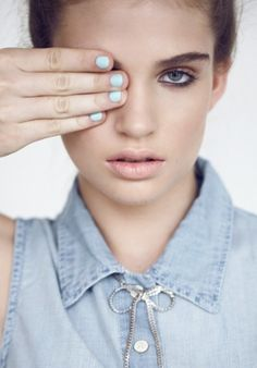 Soft pastels: minty nails, apricot lips, chambray blue top