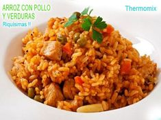 Pilaf with chicken, carrot and green peas on plate Aroz Con Pollo, Arroz Frito, Tapas Bar, Green Peas, Le Chef, Risotto, Fried Rice, Carrots, Pasta