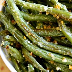 Parmesan Roasted Green Beans – Get Healthy U These Parmesan Roasted Green Beans are the most delicious way to enjoy fresh green beans! Perfect for holidays, dinners, or a healthy snack….and best of all, they're made with just 5 ingredients! Side Dish Recipes, Vegetable Recipes, Vegetable Medley, Parmesan Roasted Green Beans, Recipe For Roasted Green Beans, Roasted Fresh Green Beans, Roasted Butternut, Easter Side Dishes, Green Bean Recipes