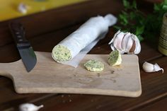 Manteigas temperadas: várias opções de misturas Manteigas temperadas são uma mão na roda na hora de fazer o jantar.