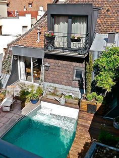 Sometimes the best part of a house is hidden on the roof. Outdoor Bathrooms, Duplex, Outdoor Living, Outdoor Decor, Jacuzzi, Architecture, Relax, Sweet Home, Backyard