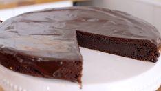 Υγρό+σοκολατένιο+κέικ+με+γκανάζ+σοκολάτας+(Video) Pie, Yummy Food, Sweets, Baking, Desserts, Recipes, Youtube, Vegan, Cakes